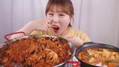 韩国吃播:辣炒五花肉、八爪鱼配上一锅大酱汤,妹子直接开吃!