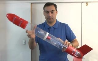 可乐瓶做火箭,水做燃料,飞出了246米的高度