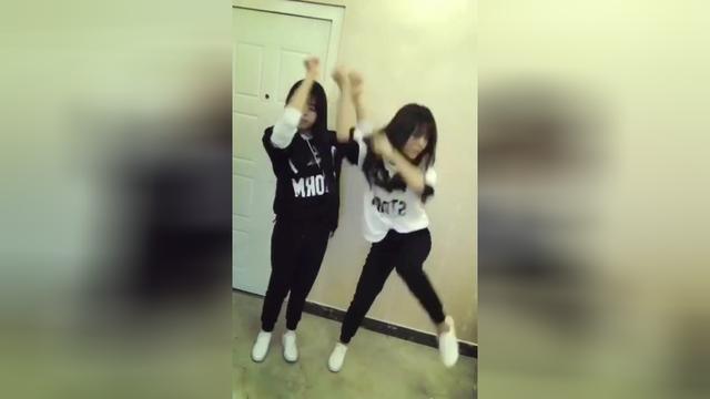 双胞胎美女体操运动