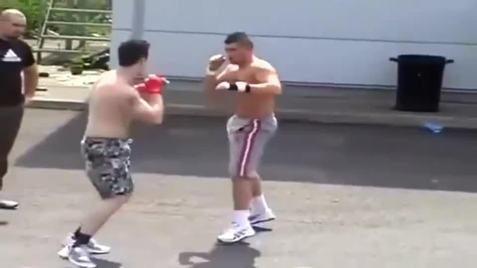 战斗民族的街斗拳击 拳拳到肉的对弈!