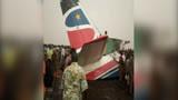 载44人飞机在南苏丹机场坠毁 现场满地碎片大批民众围观