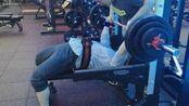 健身几个月的小白up主卧推100kg做组(5*10 第七组)日常volg记录