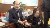 警方上门帮袁隆平办理身份证,袁隆平家内景曝光:太接地气了