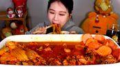 韩国弗兰西斯卡吃炖泡菜肉,喜欢的举手!