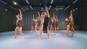 这就是街舞人气选手,王润携手学员上演优雅爵士,满屏都是大长腿