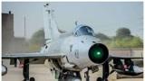 巴基斯坦北部边境传来巨响,一架歼-7教练机坠毁,机龄接近20年