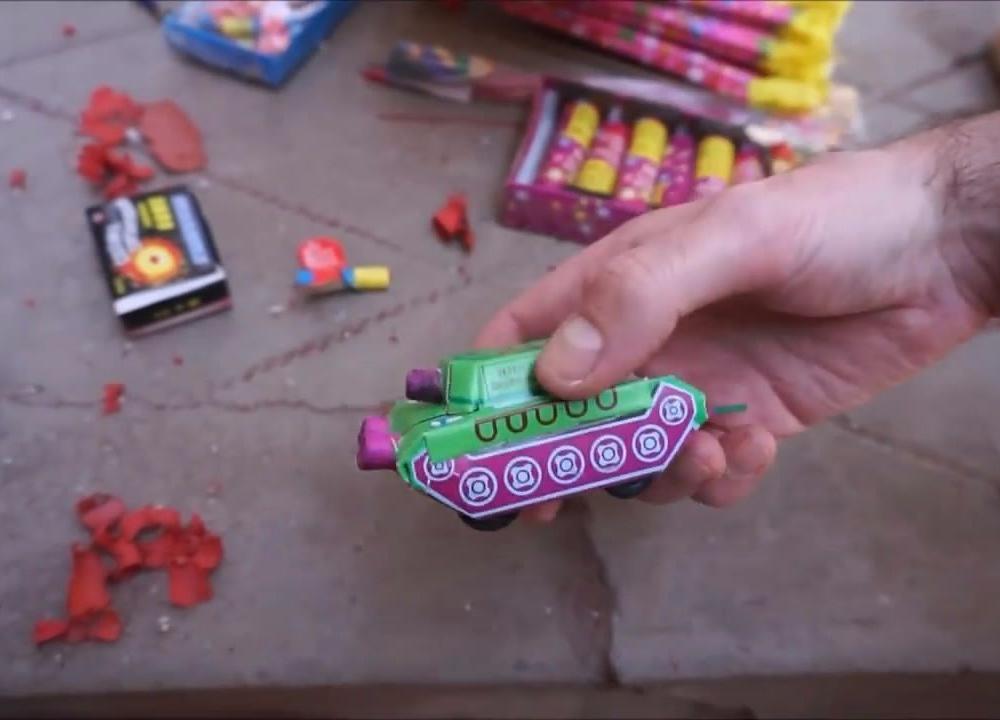 中国春节孩子们玩的烟花