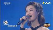 杨菲洋一袭露肩裙献唱《在水一方》人美歌甜!