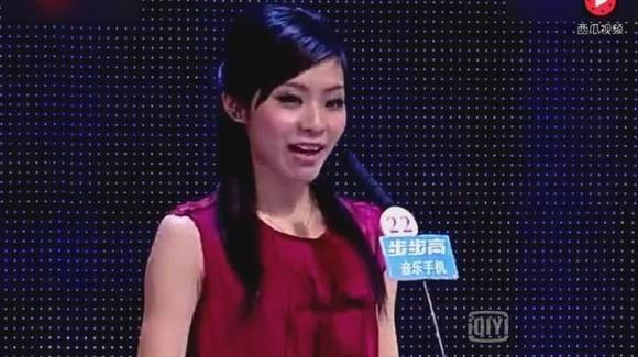爱讲笑话的中国小伙凭一个冷笑话,成功牵手美国姑娘,让人羡慕