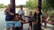 《舍不得你们走》由华阴文化公园老年合唱团演唱