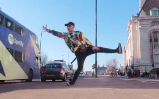 【超炸即兴Solo】英国达人秀亚裔小哥Kieran伦敦街头Freestyle