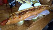 """""""任性""""小吃店推出巨型汉堡,长35cm,2分钟内吃完就免单!"""
