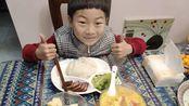家庭快餐成本不到15元,却有牛肉、花菜还有肉丝汤外加水果