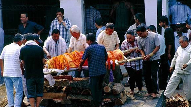 亲历尼泊尔露天火葬