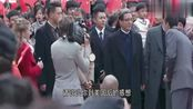 外交风云:中国代表团抵达纽约,纽约街头一片鲜红,难以置信!