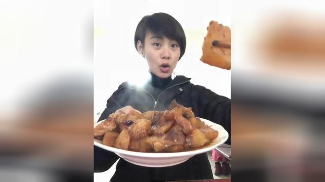 安徽大牙妹狂吃红烧肉炖土豆,美食挑战220期!