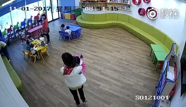 小冯今日话题 上海长宁区携程亲子幼儿园,给孩子喂芥末、推倒宝宝、摔书包...
