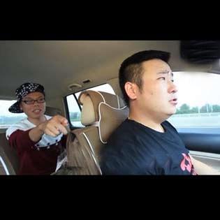 俩傻X为开车线路争执...笑死人,选自《净搁这乱哩》