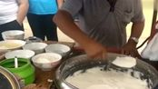 大叔早餐卖手工制作豆腐脑,每天5点出摊7点就卖光!