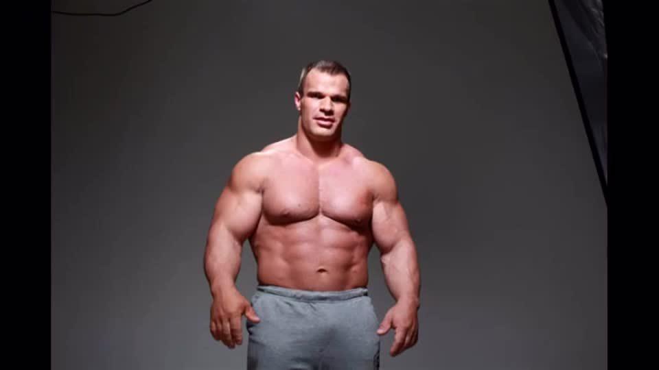 全球扳手腕最强悍的男人丹尼斯 手臂粗壮有力量