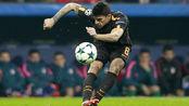 卡拉巴克传中法西奥漏顶 对方前锋头球攻门被阿里森稳稳抱住