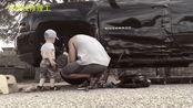 美国小伙利用业余时间,修了一辆6.2L美式皮卡,拆了报废车零件,修了很久终于完工
