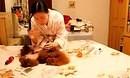 训狗教程-艾丰姐姐教你如何给狗狗剃脚底毛和脚趾缝隙毛,累感不爱啊!