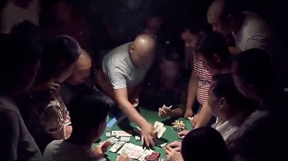 北方农村麻将新玩法,一人两张牌比大小,看不懂!