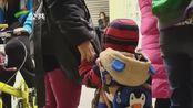 台山一幼儿园招生 家长通宵排队报名