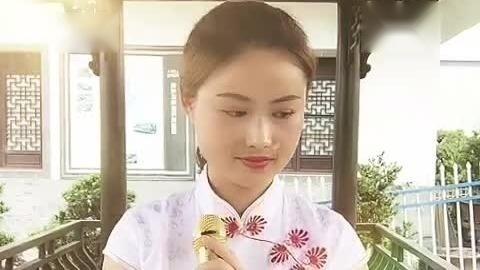 唱吧歌手黄梅穿上旗袍唱歌更漂亮了!