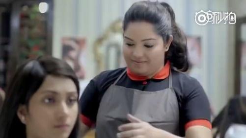 在我小时候,我感觉只有我喜欢的女生才会被抓头发。长大后,就不一样了。泰国广告公益广告。
