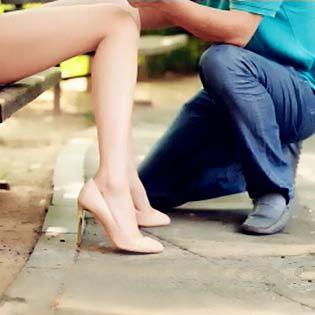"""天上真的掉馅饼?老天也帮助屌丝向亚洲第一美腿女神表白!《美腿传奇》欲看完整影片请登录www.bale.cn,搜索""""美腿传奇""""。"""