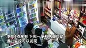 4名蒙面男子持刀棍抢劫便利店,女店员淡定应对:不会开收银柜