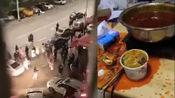成都5.1级地震,居民吃夜宵火锅汤洒一地,逃生时不忘戴口罩