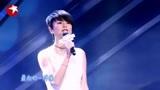 妈妈咪呀:35岁主持人,登台献唱《人间》声音柔美,十分动人!