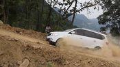 小伙驾驶宝骏730作死挑战好汉坡,动力不够只能倒车上,技术怎么样