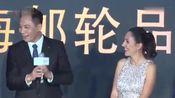 刘烨逛故宫被粉丝偶遇包围,跟粉丝合影趁机做这件事还获陀蜒大赞