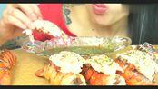 鲜嫩虾尾吸饱了汁才美味,小姐姐吃出了海底捞的感觉