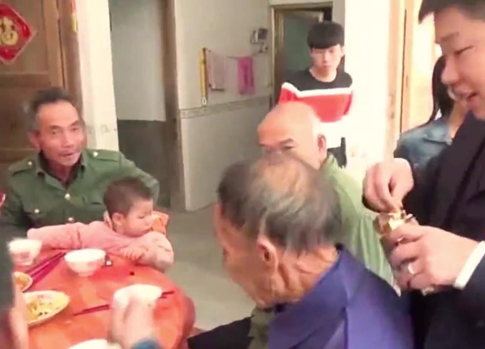 江西吉安遂川农村结婚习俗:收礼金新玩法,头次见,看就是有钱人