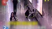 女子连续加班一个月 地铁站里崩溃大哭