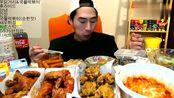 一桌子美食,奔驰哥大胃王最新吃播,糖醋排骨和鸡排,真过瘾