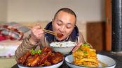 大冬今天做糖醋排骨,再用汤汁烧块冻豆腐,太入味了,过瘾