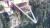 """中国""""A字形""""玻璃桥,可在300米悬崖上荡秋千!"""