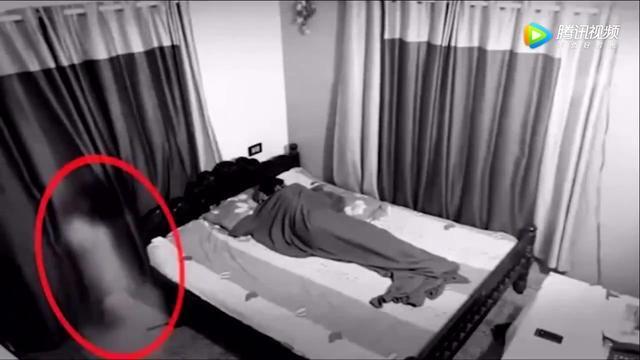 可怕 监控拍到的鬼魂袭人真实恐怖录像