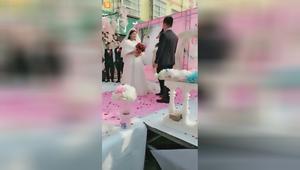娶个媳妇代替娘