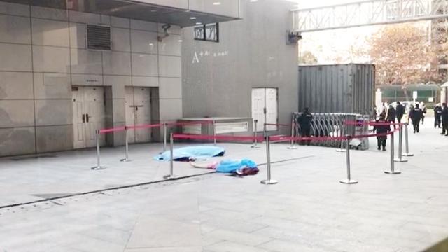 陕西女子与人争吵从11层楼突然坠下,保安徒手去接被砸双双身亡