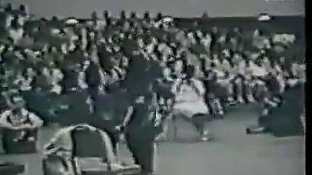 李小龙1970年荣登世界空手道冠军美国打黑市拳