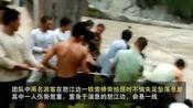 云南怒江两游客索桥边拍照失足坠崖 警察紧急施救 为警察翟揶