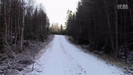 瑞典男子模仿小兔雪地跳跃引网友围观