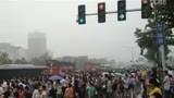 【手机拍客实拍郑州下雨天上班等www.zsyincheng.com
